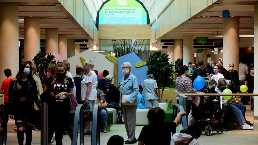FOTO: Hans-Joachim Winckler DATUM: 18.09.2021 MOTIV:  Eröffnung des Flair - auch am zweiten Tag zog es viele in die Innenstadt, um sich in dem neuen Einkaufszentrum umzuschauen