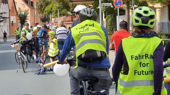 120 Forchheimer demonstrieren bei Kidical Mass für sicheres Radfahren auf dem Schulweg