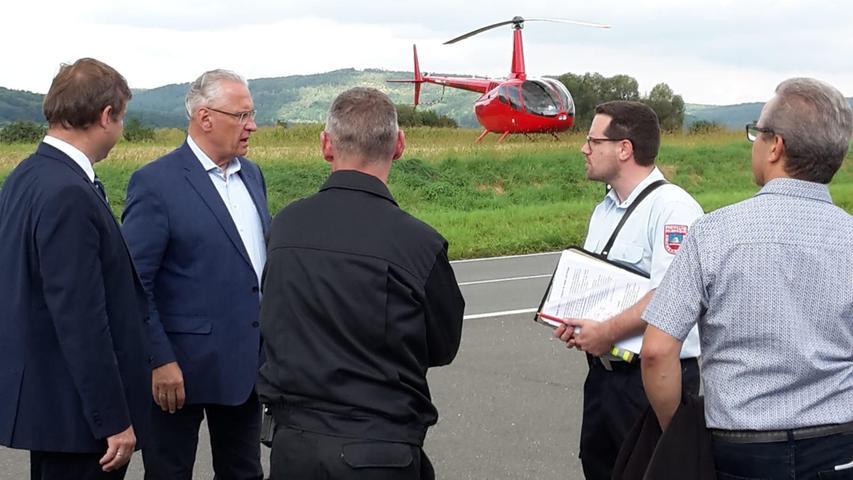 """Zur Lagebesprechung waren auch Bayerns InnenministerJoachim Herrmann und Forchheims Landrat Hermann Ulm gekommen.Herrmann findet solche Übungen essenziell: """"Es ist äußerst wichtig, so etwas zu üben, wenn ein solcher Brand mal stattfindet"""
