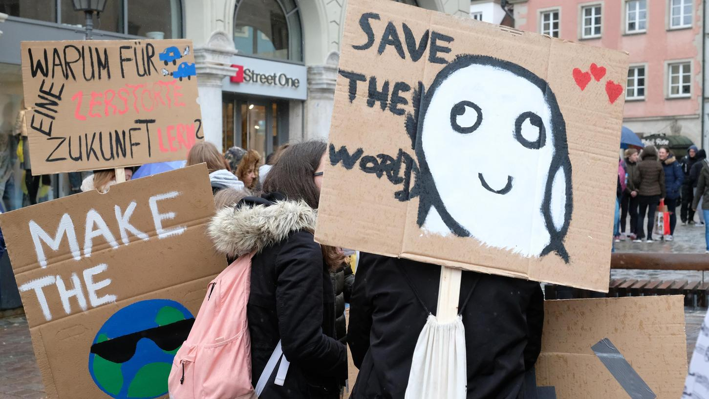 Den Klimastreik am Freitag unterstützt die Bürgerinitiative Klimaschutz und ruft zur Demonstration in Weißenburg auf. Unser Foto entstand bei der Klimaschutz-Kundgebung von Fridays for Future am Weißenburger Marktplatz im März 2019.