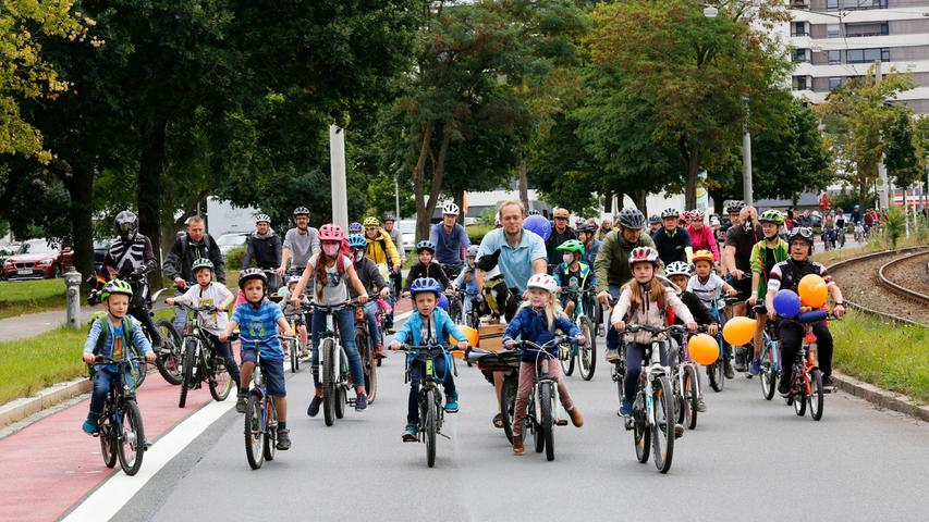 Am Ziel gab es für alle ein Eis. Die großen und kleinen Radfahrer waren an der Norikusbucht gestartet und bis in die Rosenau gefahren.