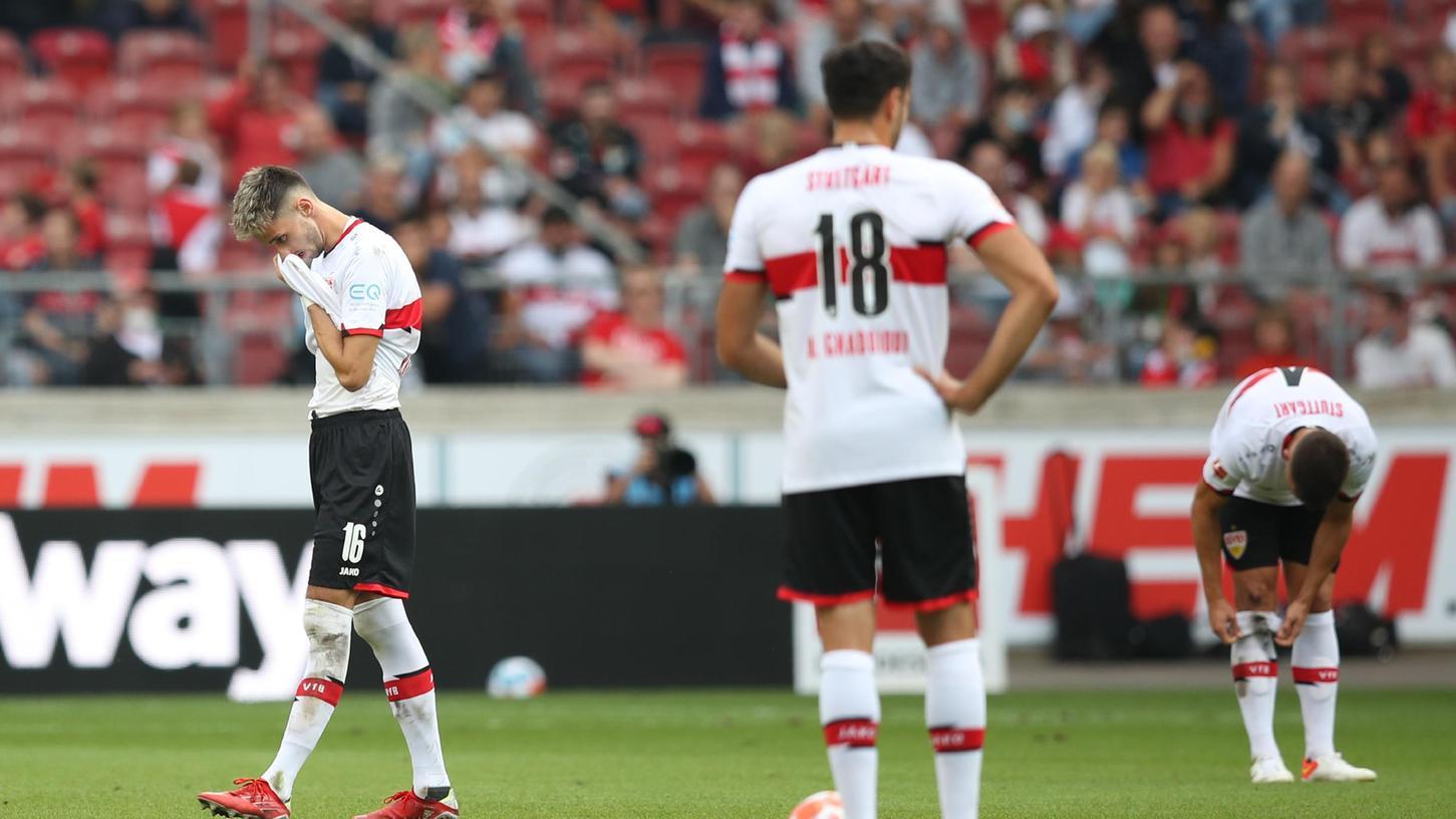 Gesenkte Blicke nach Abpfiff: Der VfB aus Stuttgart kassiert eine Pleite gegen die Elf unterm Bayer-Kreuz.