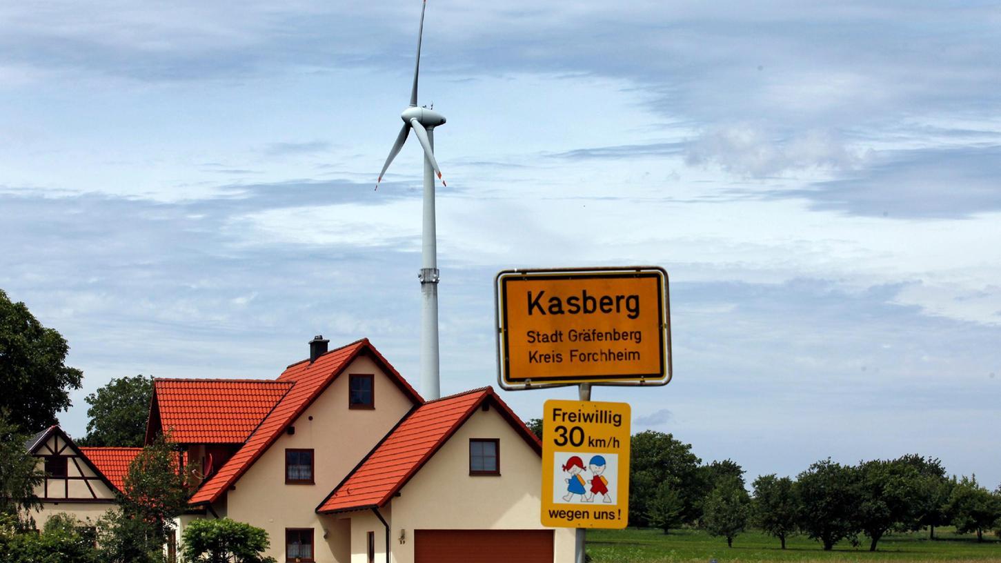 Das bisher einzige Windrad im Landkreis Forchheim steht in der Gemeinde Kasberg, in einer Höhenlage der Fränkischen Schweiz bei Gräfenberg.