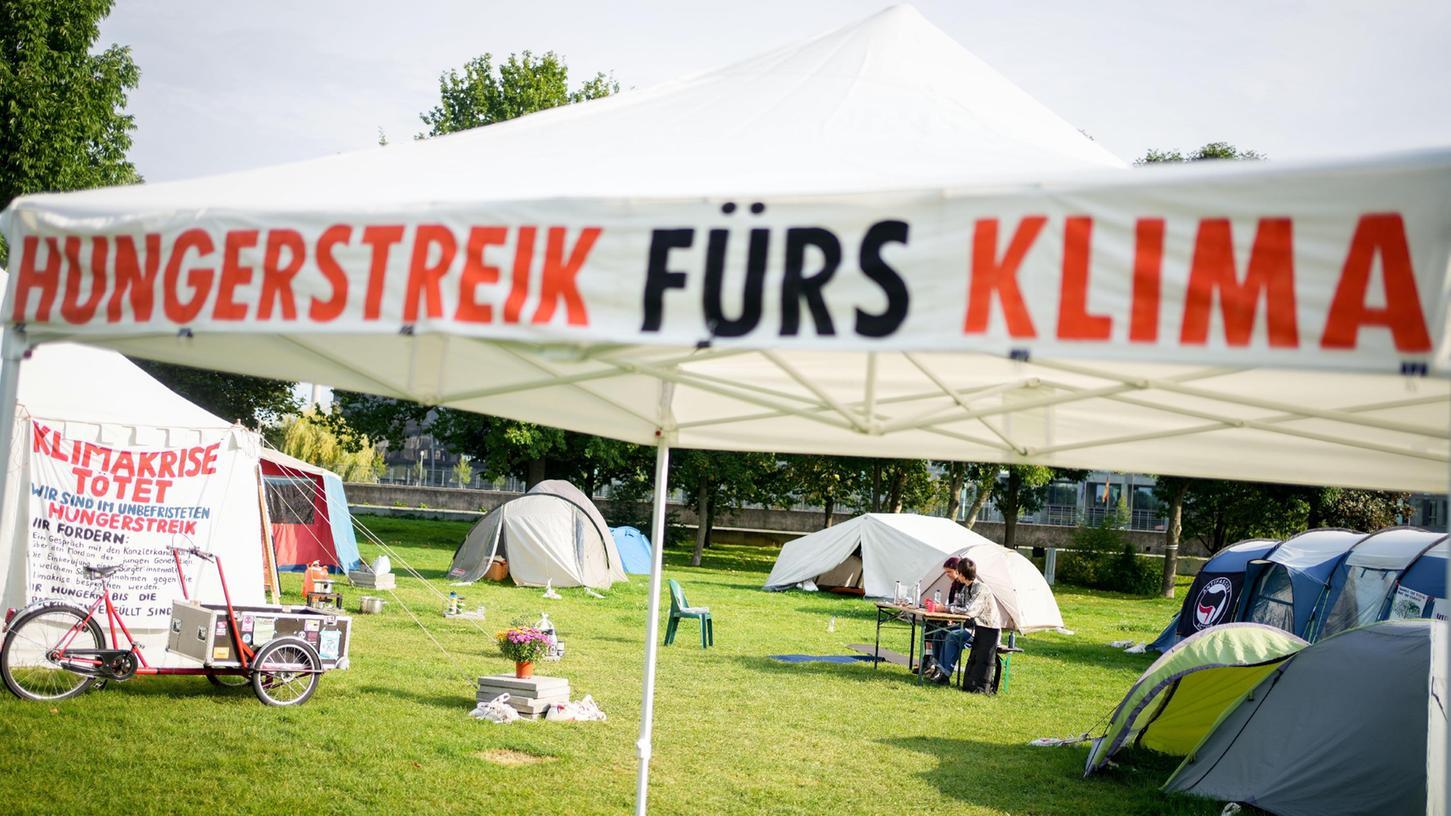 Ein Camp von Hungerstreikenden ist im Regierungsviertel aufgebaut.