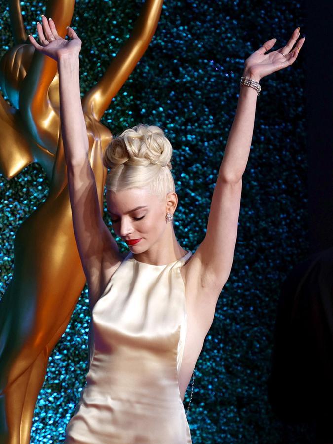 Anya Taylor-Joy jubelt: Sie ist Hauptdarstellerin in