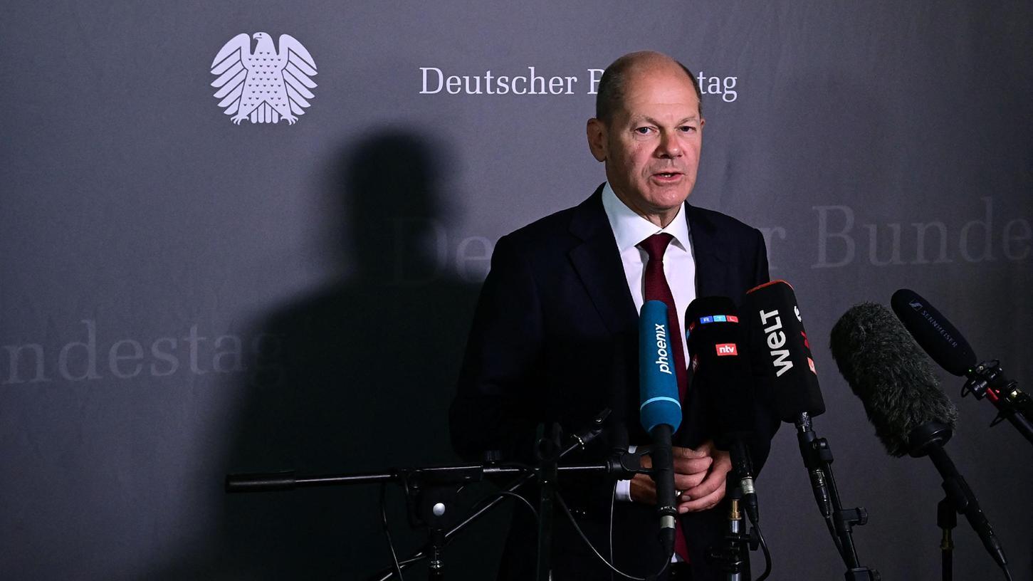 Für die Sondersitzung des Finanzausschusses sagte der SPD-Kanzlerkandidat Wahlkampfauftritte in Baden-Württemberg ab.