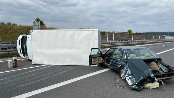 Unfall mit Jaguar und Porsche auf A73: Verursacher begeht Fahrerflucht