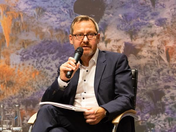 Michael Krennerich ist Professor am Lehrstuhl für Menschenrechte und Menschenrechtspolitik der FAU. Als Wahlrechtsexperte ist er seit über 30 Jahren international unterwegs - unter anderen in Lateinamerika, Afrika oder dem Kaukasus und berät u.a den Europarat.