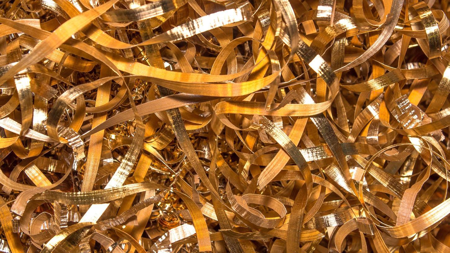 Das Foto hier zeigt andere Metallspäne, die in einer Fabrik angefallen sind, doch bei Osram in Regensburg werden Goldspäne produziert, die ein Mitarbeiter kiloweise aus den Hallen geschmuggelt haben soll.