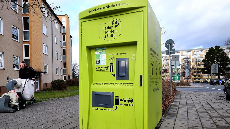 Der Sammelbehälter in der Soldnerstraße steht bereits seit 2018. Ab dem kommenden Jahr sollen alle Fürther Haushalte die Möglichkeit bekommen, ihr altes Fett auf diesem Weg zu entsorgen.