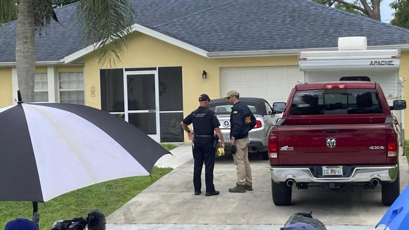 Nach der weitgehenden Gewissheit, dass die 22-jährige Gabby Petito tot ist, nehmen die US-Behörden verstärkt ihren verschwundenen Freund ins Visier und durchsuchen das Haus seiner Eltern in Florida.