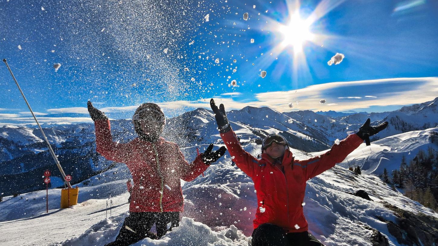 Die Vorfreude ist riesig: Hier am Rande der Piste in der Wildschönau, Tirol.