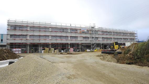 Neuer Standort von Siemens Energy in Forchheim wächst in die Höhe