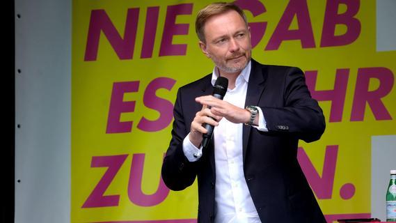 FDP-Spitzenkandidat auf Wahlkampfbesuch in Nürnberg: Christian Lindner spricht am Jakobsplatz
