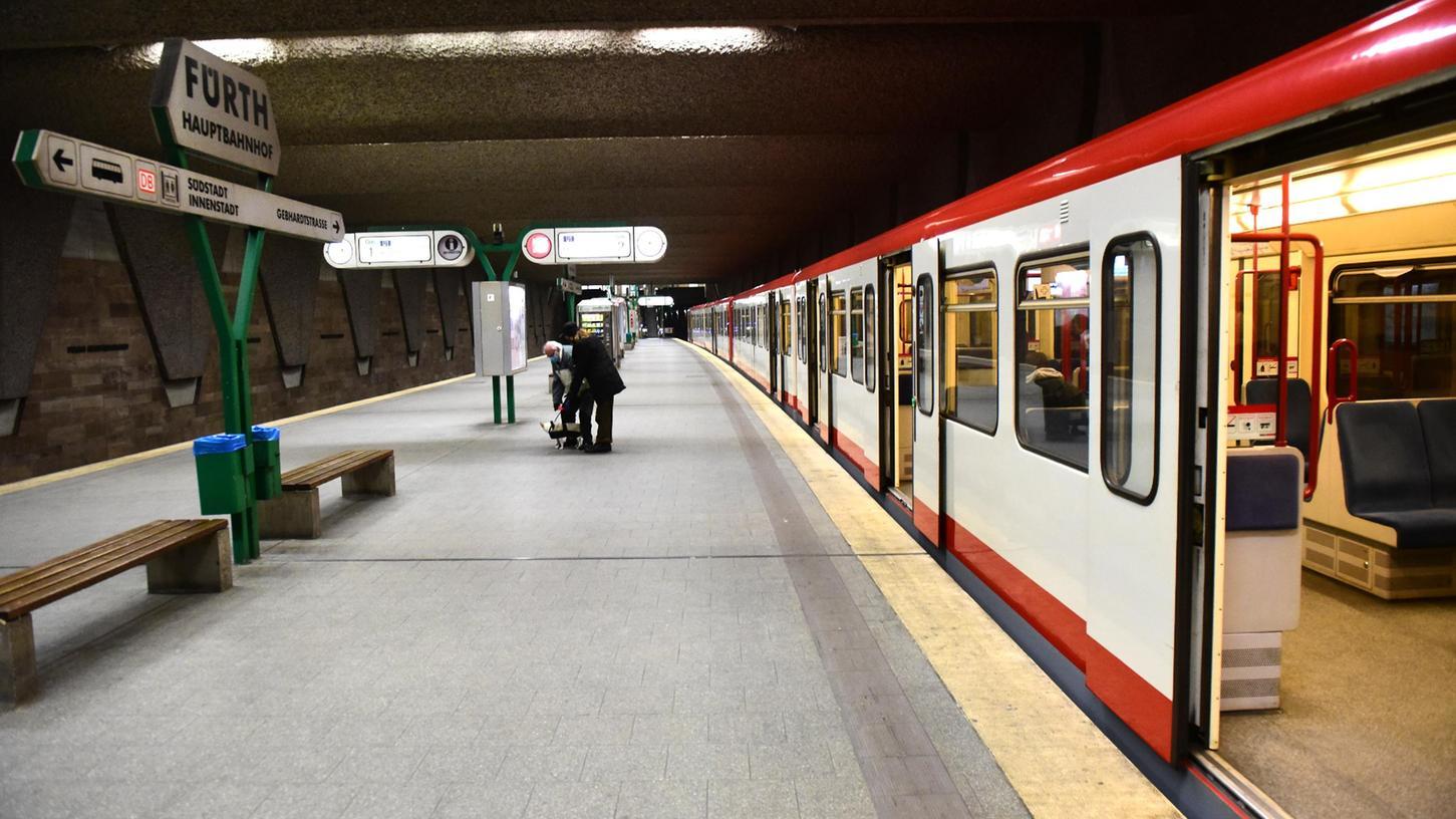 Die Ausgangssperren und andere Lockdown-Regelungen sorgten für Leere in den öffentlichen Verkehrsmitteln.