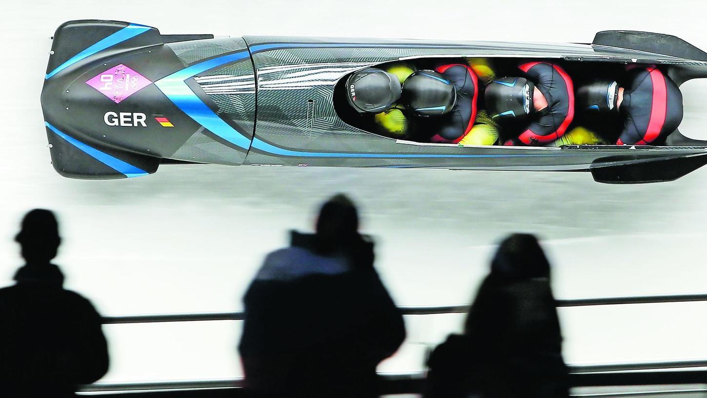 Für Deutschland durch den Eiskanal in Peking rauschen. So wie hier der Schlitten bei den Olympischen Spielen in Sotchi 2014. Das ist der große Traum von Bob-Anschieber Tobias Schneider aus Eckersmühlen.
