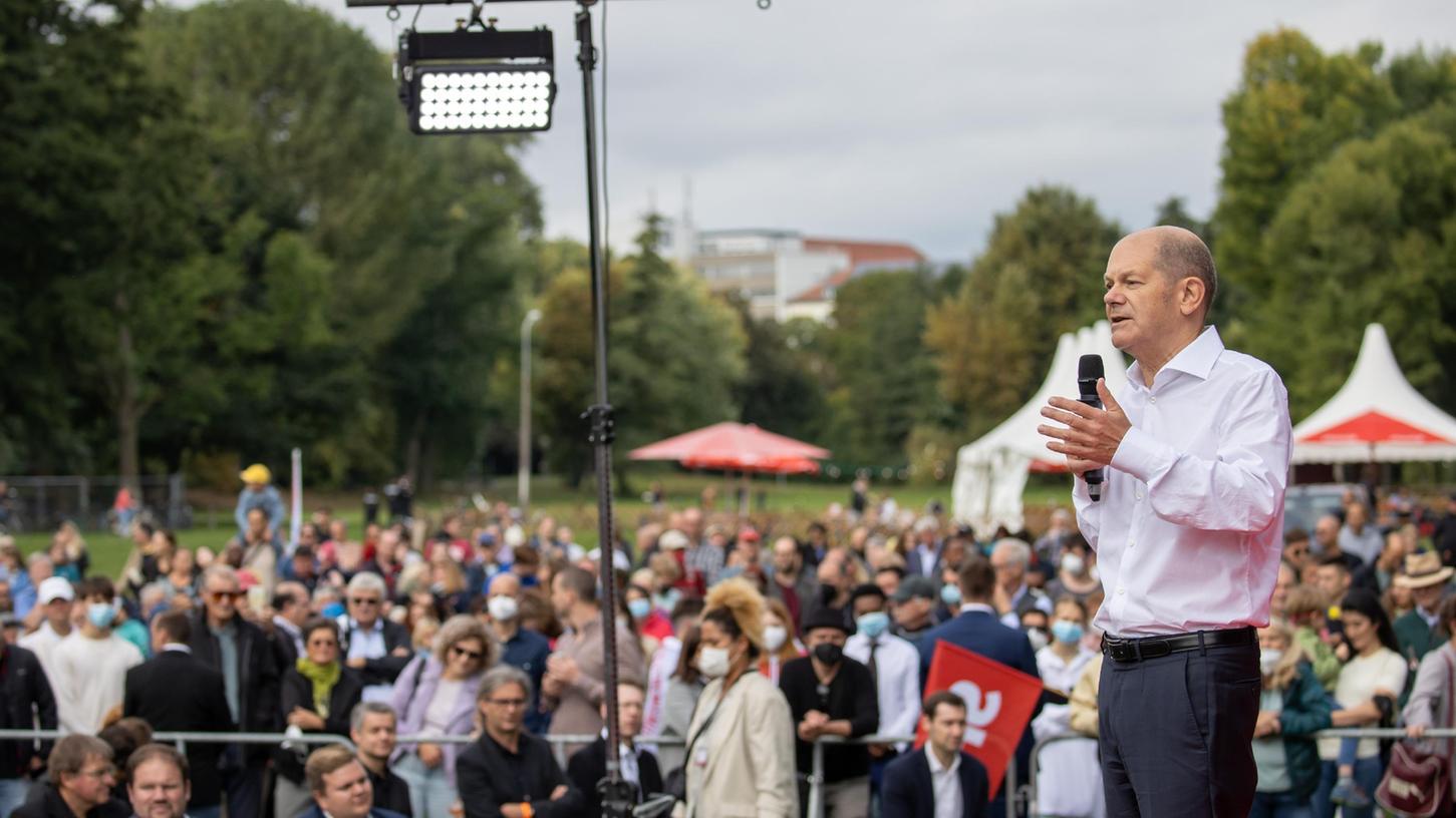 Auch vor Scholz' Auftritt in Nürnberg vergangenen Sonntag war der Andrang von Menschen, die sich anmelden wollten, so groß, dass die SPD die Veranstaltung vom Tucherhof-Biergarten auf die Wöhrder Wiese verlegte.