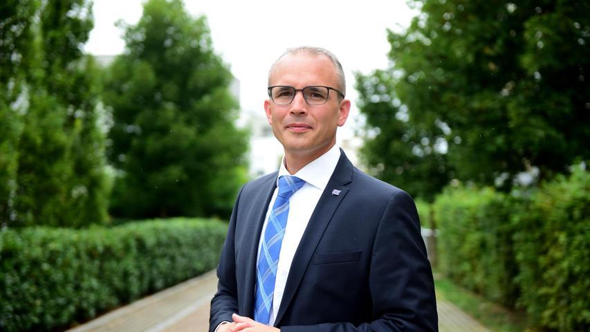 Der Wahlkreis Fürth ist für die CSU eine sichere Bank. Immer wieder holte Christian Schmidt das Direktmandat. Als er nicht mehr zur Wahl stand, wurde Tobias Winkler als Kandidat auserkoren - und am Sonntag setzten die meisten Wähler ihr Kreuz hinter seinen Namen.