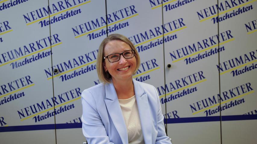 Zuletzt vertrat Alois Karl (CSU) als Direktkandidat den Wahlkreis Amberg. 2020 kündigte er an, nicht mehr zur Wahl zu stehen. Die CSU nominierte daraufhin Susanne Hierl, die am Sonntag erneut das Direktmandat für die Christsozialen sicherte.