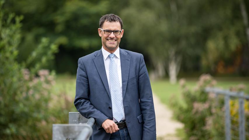 Die Bürger in Roth müssen ein neues Stadtoberhaupt wählen. Der bisherige Bürgermeister Ralph Edelhäußer (CSU) holt im Wahlkreis Roth das Direktmandat. Erwird damit Abgeordneter im Bundestag.