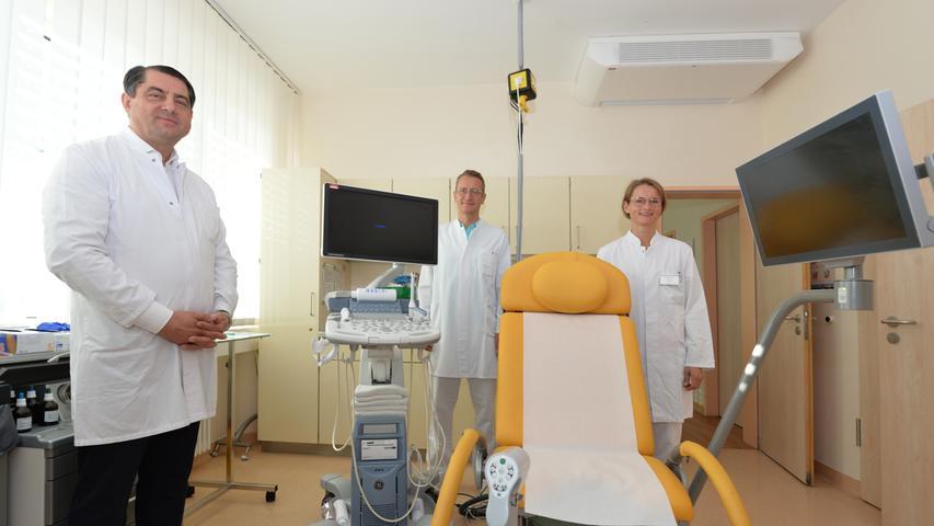 Beraten Patientinnen bei heiklen Entscheidungen: Chefarzt Prof. Dr. Heinz Scholz mit den Oberärzten Kari Buss und Dr. Diana Buss von der Frauenklinik des Klinikums Neumarkt.