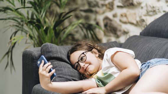 Experte appelliert an Eltern: Lasst eure Kinder mit dem Handy nicht allein!