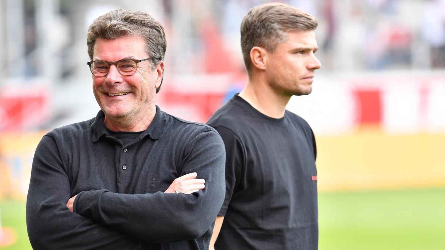 Entspannt vor dem Wiedersehen mit dem Ex-Verein: Sportvorstand Dieter Hecking beschäftigt sich wie seinTrainer Robert Klauß lieber mit dem Club.
