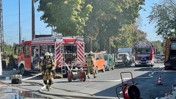 Akkus hatten in Fürther Recyclinghof Feuer gefangen - Kraftakt für die Feuerwehr