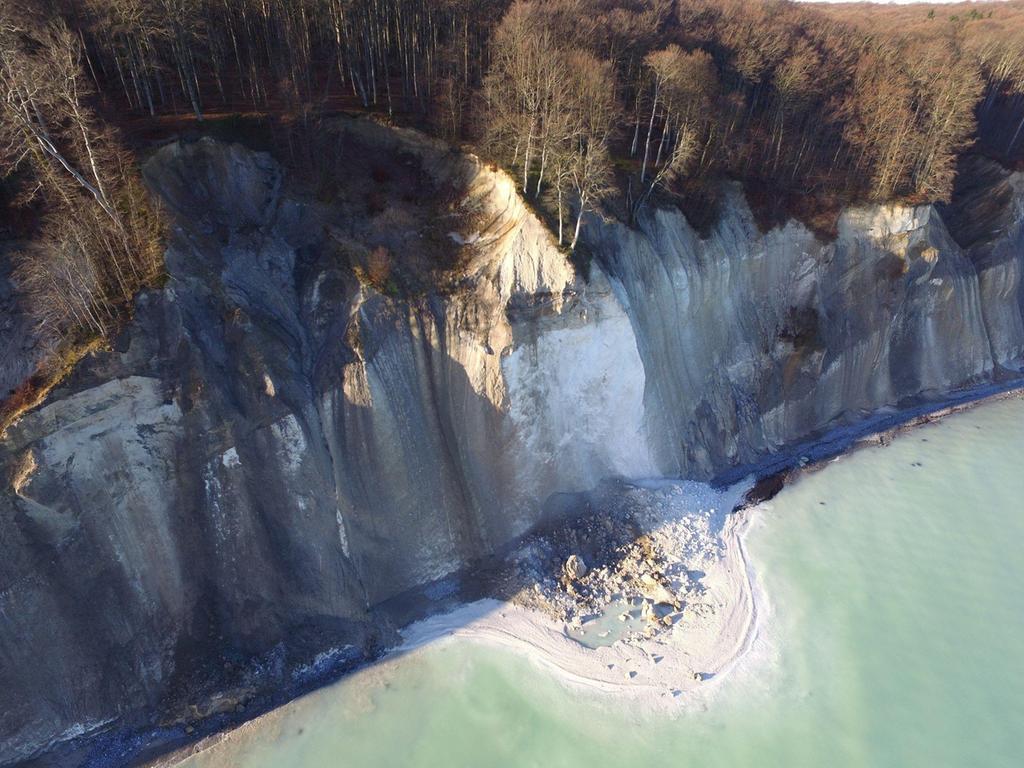 Die Kreidefelsen verschwinden: Hier ein Abbruch an der Steilküste im Norden Rügens zwischen Saßnitz und dem Königsstuhl.