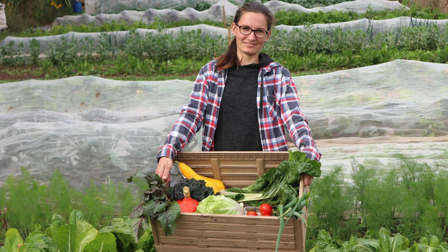 Die in Hagenau aufgewachsene Christina Scheffler inmitten ihrer Anbaufläche. Den sicheren Bürojob hat sie gegen die Selbstständigkeit getauscht und das zu Zeiten der Pandemie. Dieser Mut wurde bislang belohnt.