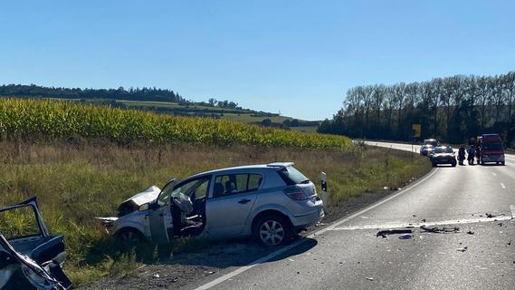 Drei Tote und zwei Schwerverletzte: Tragischer Unfall auf der B2 bei Weißenburg