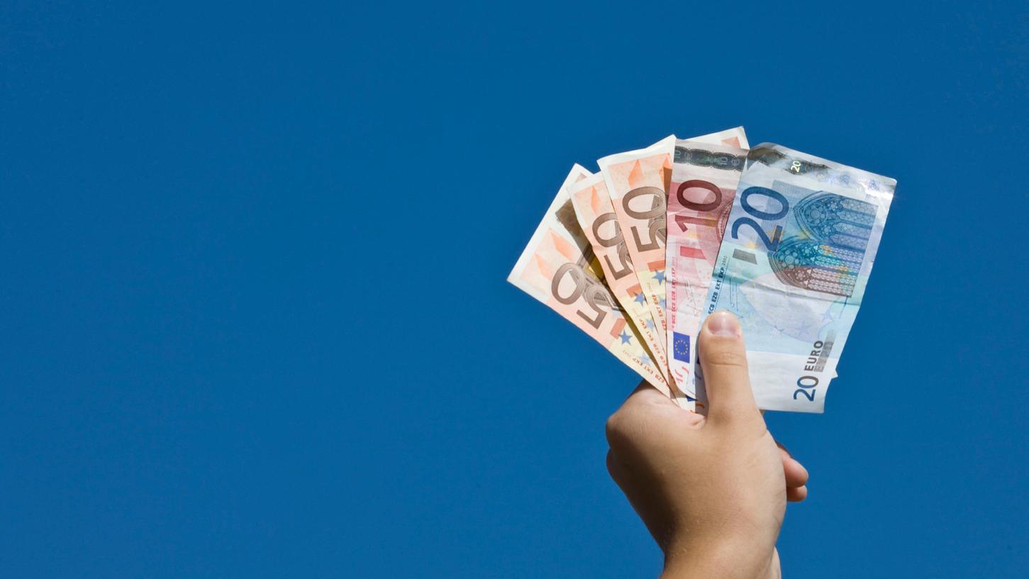 Die Deutschen lagern Milliarden Euro zuhause.