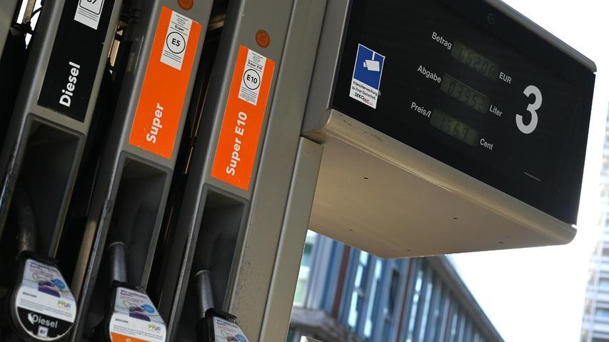 Diese Neuerungbetrifft vor allemVielfahrer: Ab dem 1. Oktober müssen Tankstellen mit mehr als sechs