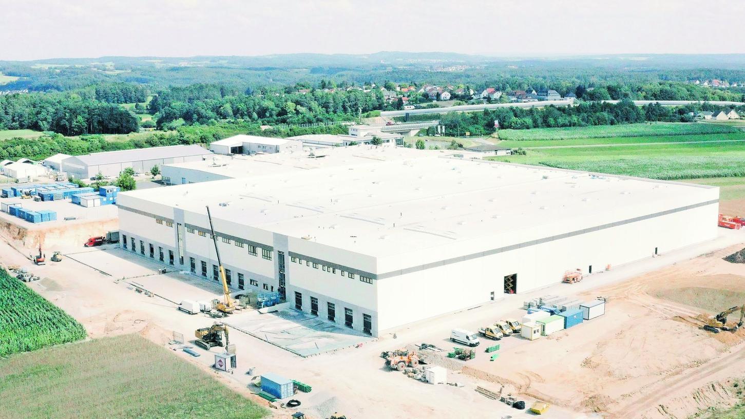 Diese Aufnahme macht die Größe deutlich: Die Firma Loberon bezieht bei Neudorf eine Halle mit knapp 16 000 Quadratmetern Nutzfläche.
