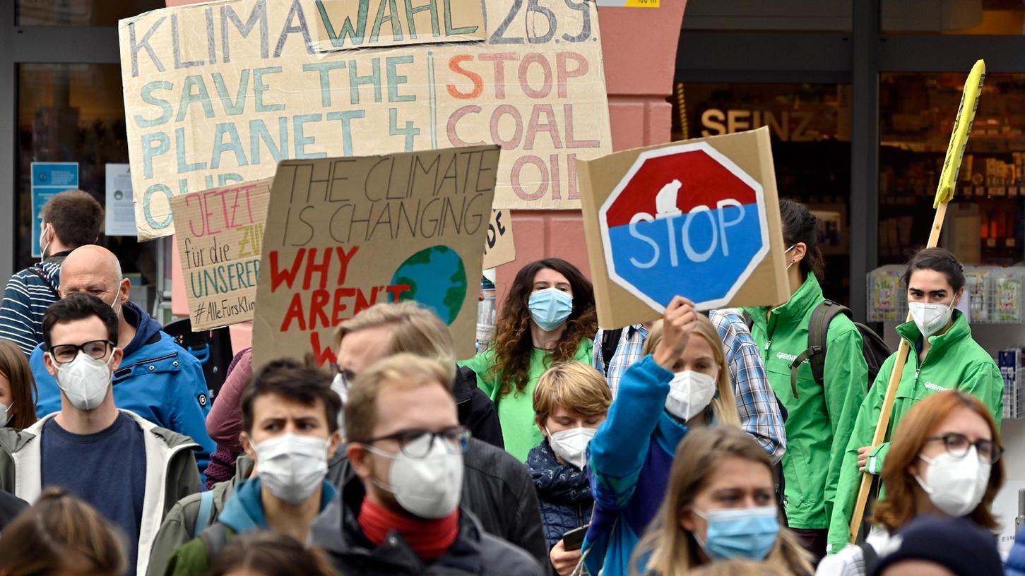 Über 2000 Menschen beteiligten sich in Erlangen bei der Demonstration für mehr Klimaschutz, zu der Fridays for Future aufgerufen hatte.