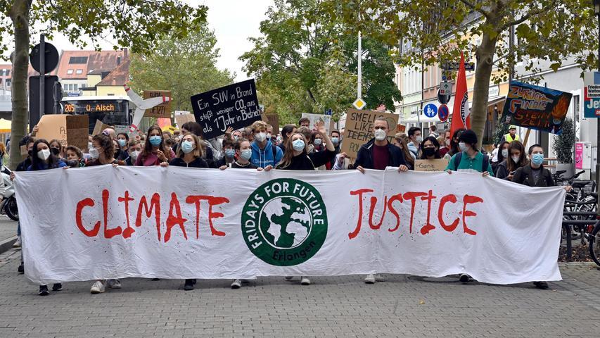 Lautstark und bunt: Klimademo von Fridays for Future in Erlangen