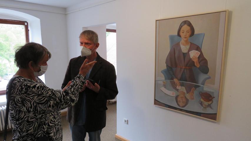 Bei der Vernissage entwickelten sich auch angeregte Gespräche der Besucher über die Bilder.
