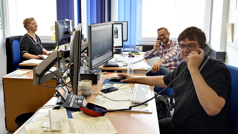 Planungsredakteurin Eva Sünderhauf und Redaktionsleiter Stefan Mößler-Rademacher (vorn) sowie sein Stellvertreter Christoph Benesch.