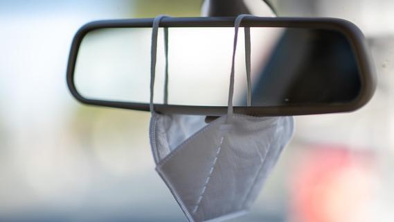 Verkehrsministerium bestätigt: Mitnahme von Schutzmasken im Auto wird zur Pflicht