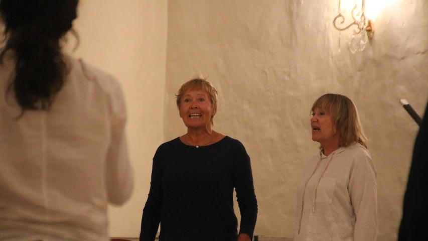 Intensiv probt der Bürgerchor Gesang und Texte ein. Die Aufführung bei den Kunsttagen ist eine Art Appetithappen auf das nächste Stadtschreiber-Stück im Bergwaldtheater.