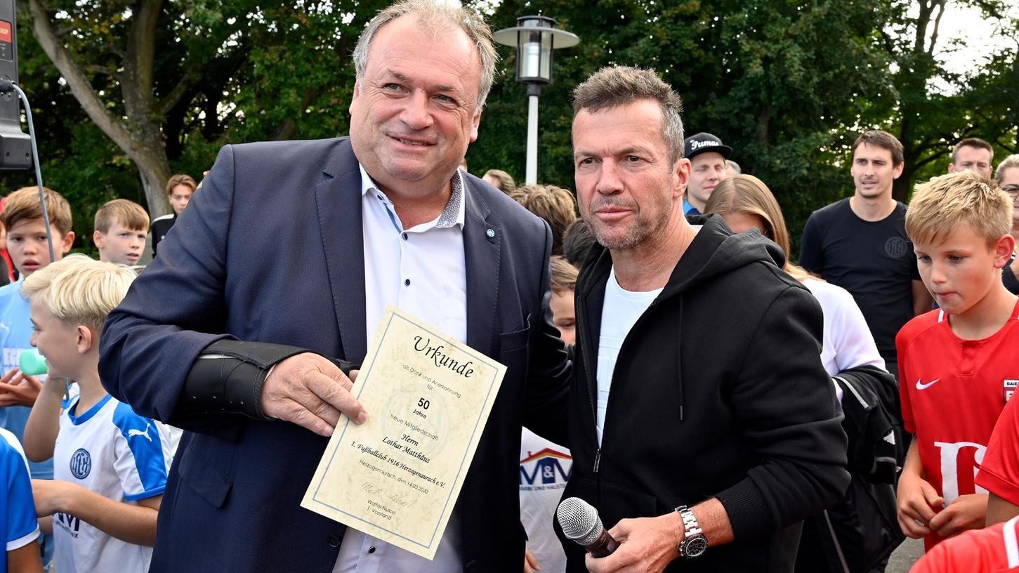 Der ehemalige Weltfußballer und vielfache Nationalspieler Lothar Mathäus besuchte seinen Heimatverein FC Herzogenaurach. Von MdL Walter Nussel wurde er für 50 Jahre Mitgliedschaft geehrt.