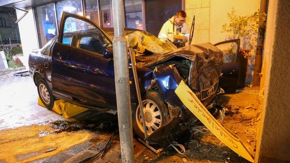 Mit Auto gegen Hausmauer geprallt: Mann stirbt in Treuchtlingen