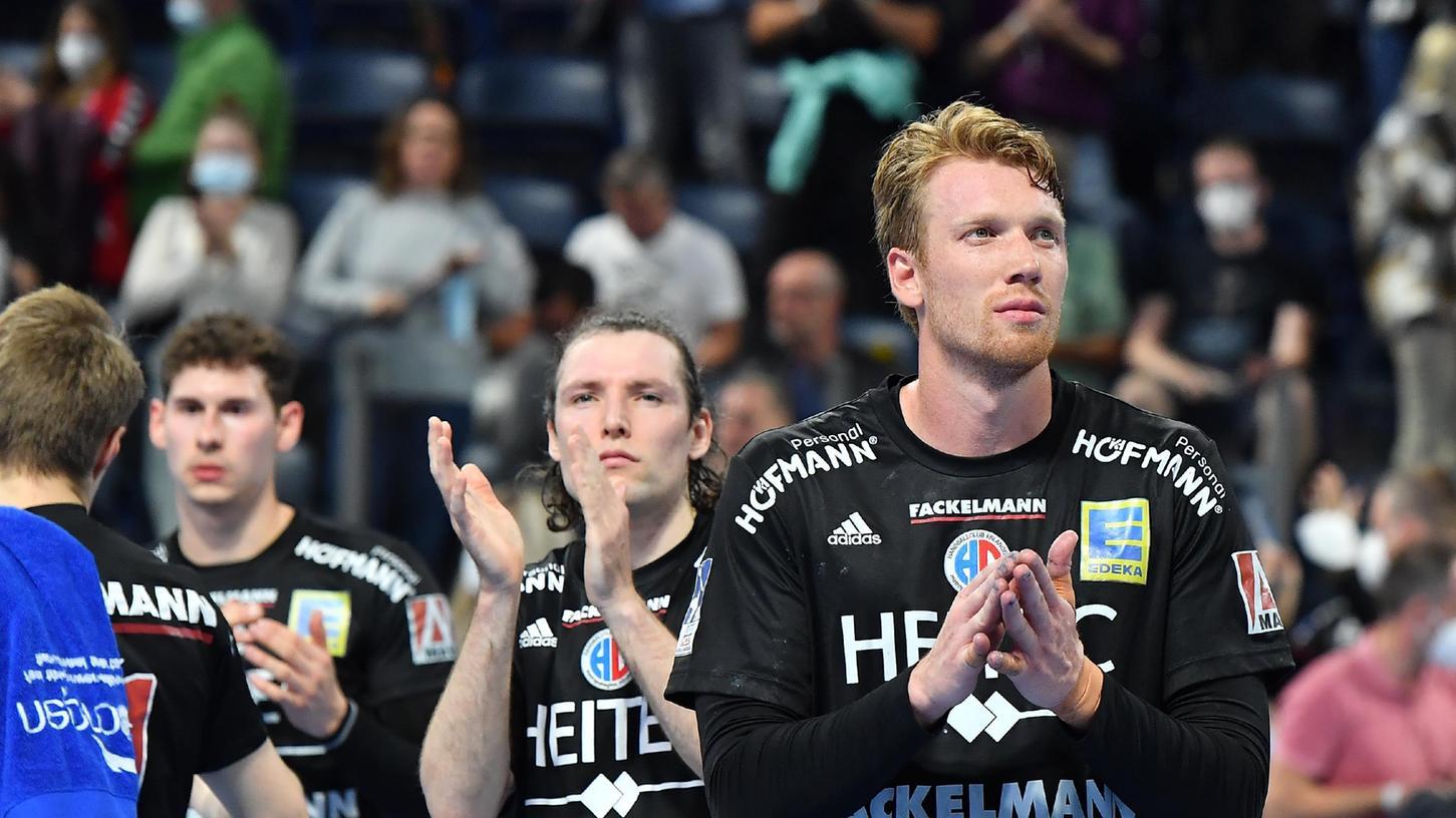 Applaus für die Unterstützung von den Rängen: Simon Jeppsson (v.r.n.l.), Johannes Sellin und Max Jaeger nach der Heimniederlage gegen Kiel.