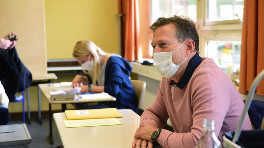 FOTO: Hans-Joachim Winckler DATUM: 26.9.2021 MOTIV: Bundestagswahl 2021 Bescuh in Fürther Wahllokalen - Ludwig-Erhard-Schule