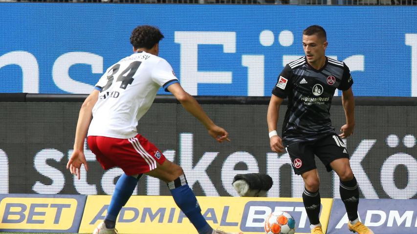 26.09.2021 --- Fussball --- Saison 2021 2022 --- 2. Fussball - Bundesliga --- 08. Spieltag: Hamburger SV HSV - 1. FC Nürnberg FCN ( Club ) --- Foto: Sportfoto Zink/DaMa --- DFL regulations prohibit any use of photographs as image sequences and/or quasi-video - only for editorial use ---   Jonas David (34, Hamburger SV HSV ) Nikola Dovedan (10, 1. FC Nürnberg / FCN )