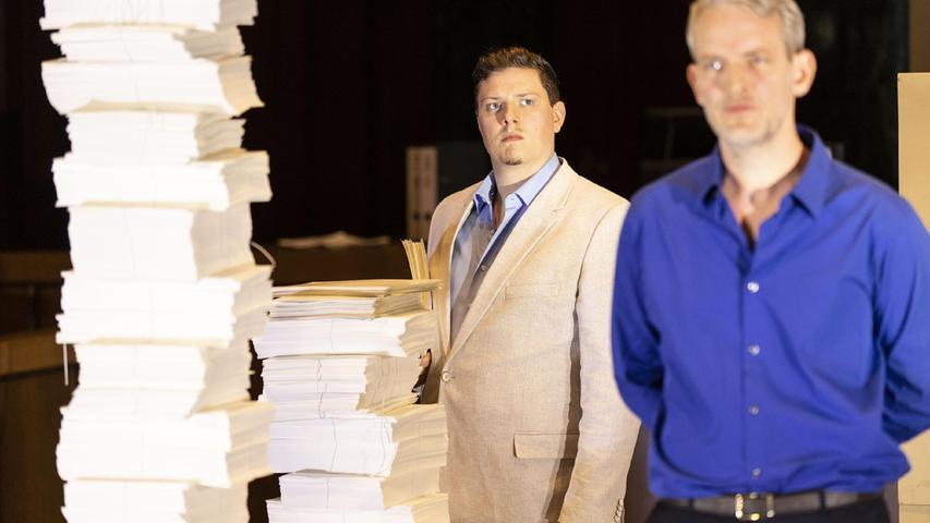 Papierstapel des Grauens: Szene aus