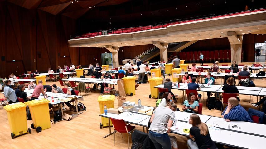Die Ladeshalle ist der größte Ort innerhalb Erlangens, an dem ausgezählt wird.