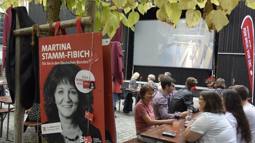 Beste Stimmung bei der SPD-Wahlparty im E-Werk-Biergarten.