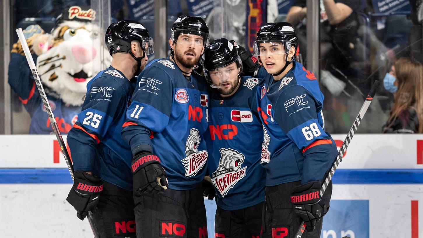 Tyler Sheehy und Kollegen jubeln: Wichtig für das Nürnberger Eishockey.