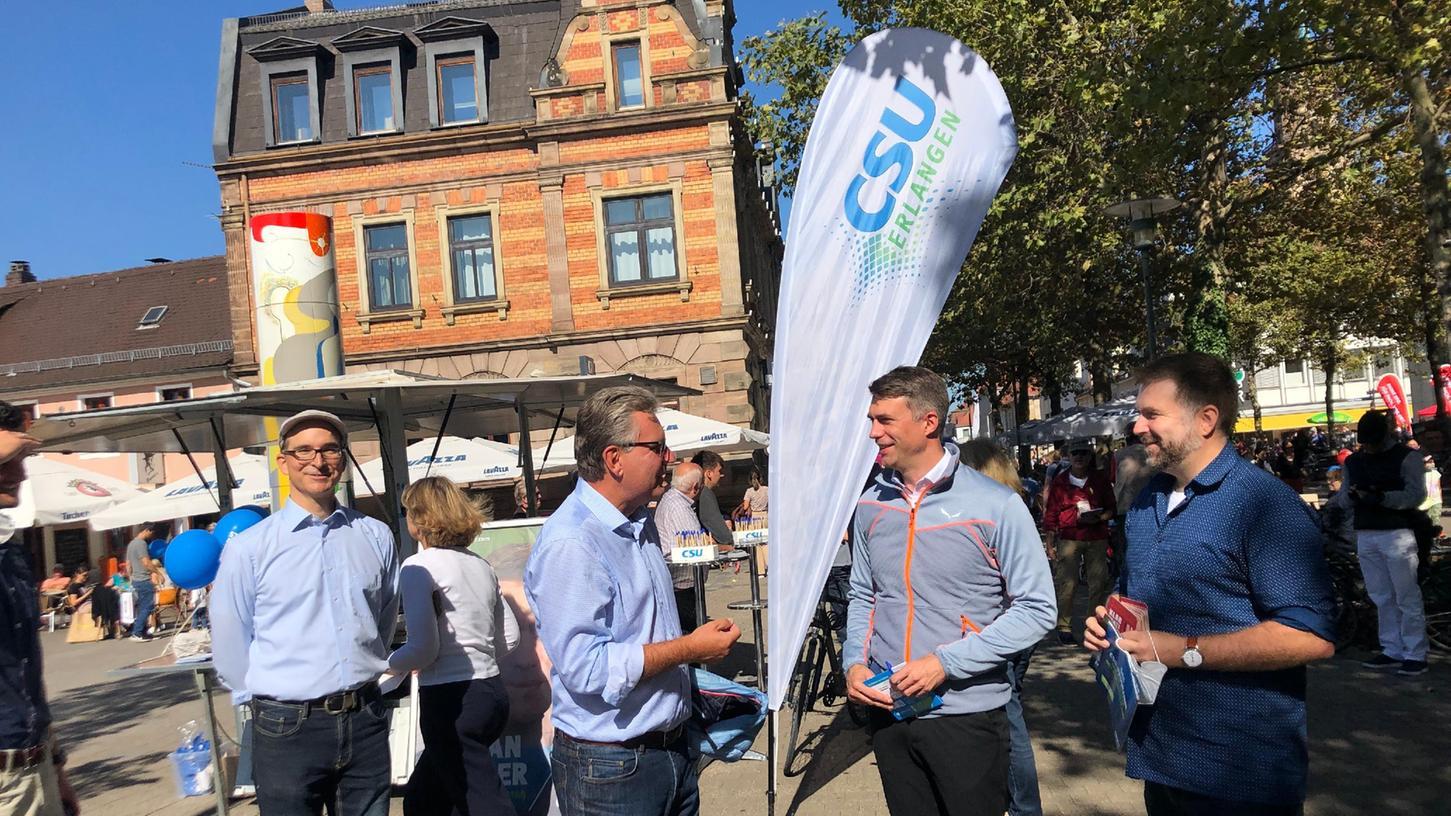 Noch am Samstag, 25. 9.2021, hat die CSU in Erlangen um Wählerstimmen geworben: Auch der Bundestagsabgeordnete und Direktkandidat Stefan Müller war anwesend.